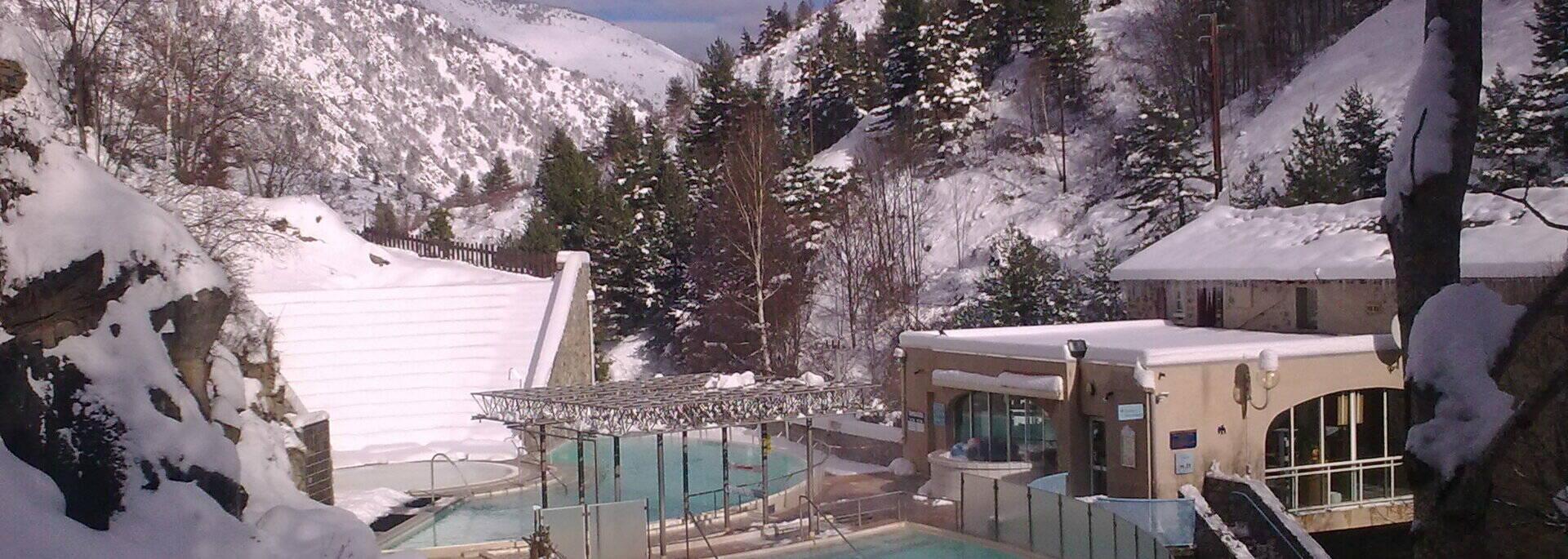 Les bains extérieur sous la neige