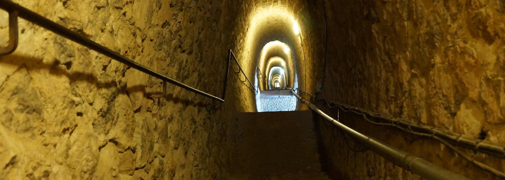Le souterrain qui monte au Fort Libéria depuis Villefranche de Conflent