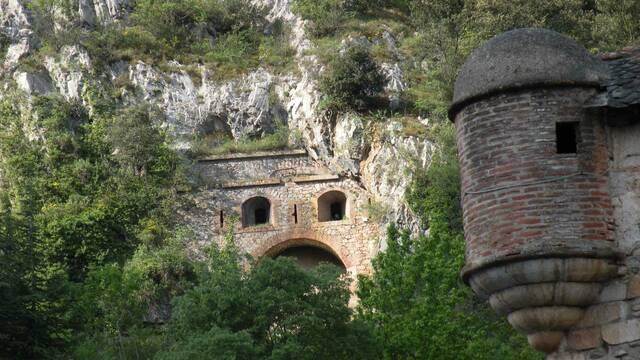 La grotte Cova Bastera