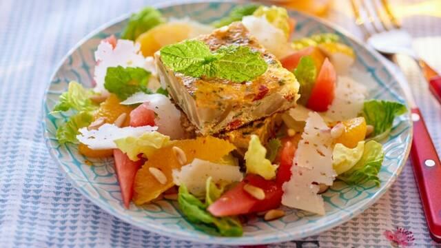 Tortilla au chorizo et salade catalane