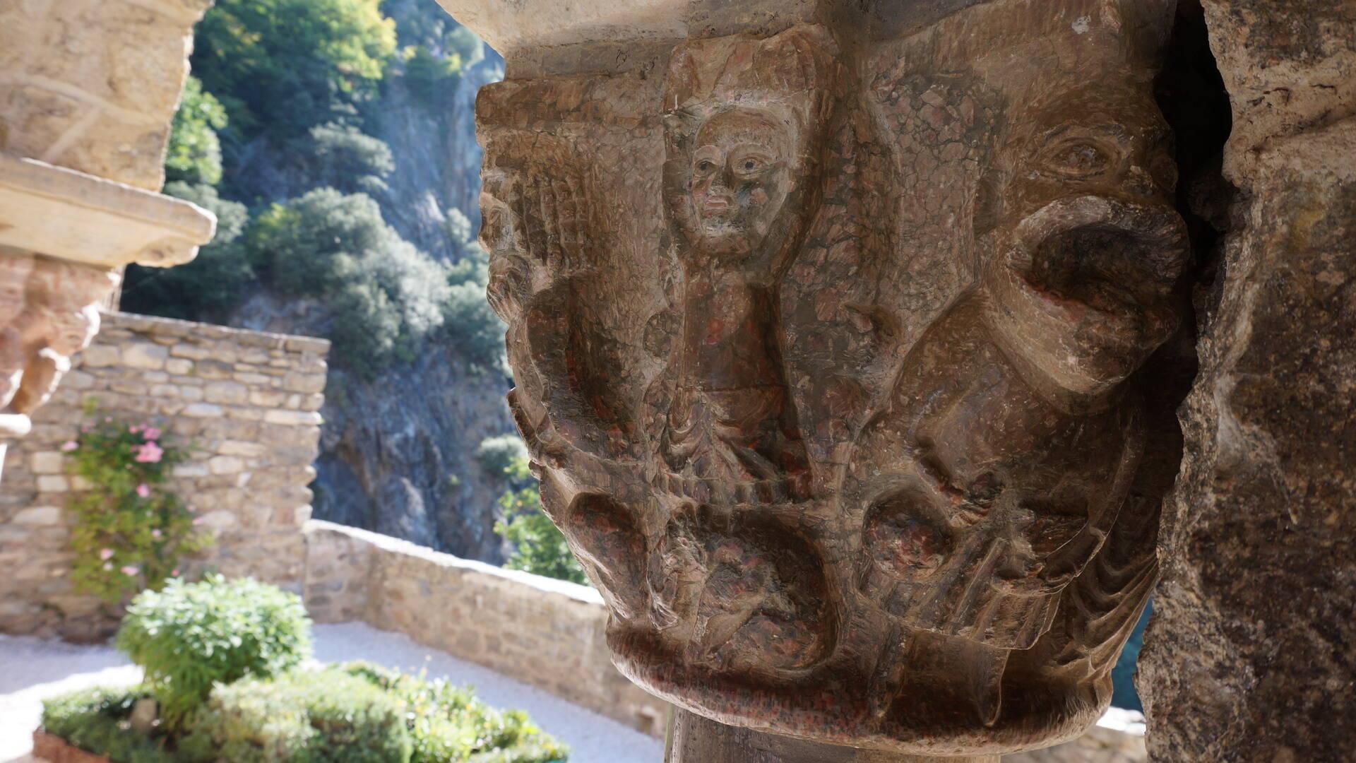 chapiteau abbaye st martin du canigou