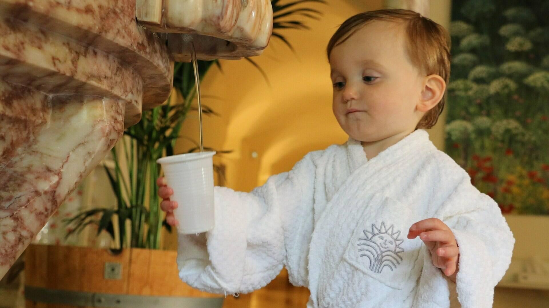 Cure de boisson, enfant, station thermale de Molitg les Bains
