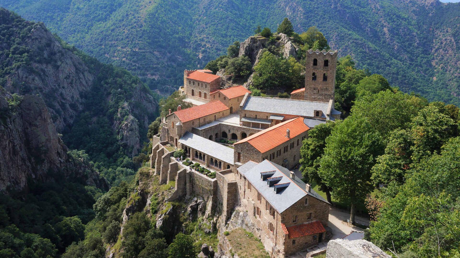 vue abbaye saint martin du canigou