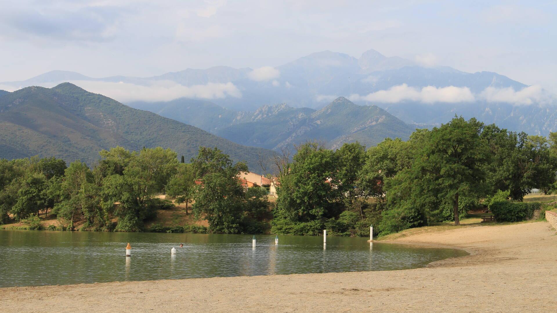 Vue du Canigou depuis le plan d'eau de Vinça